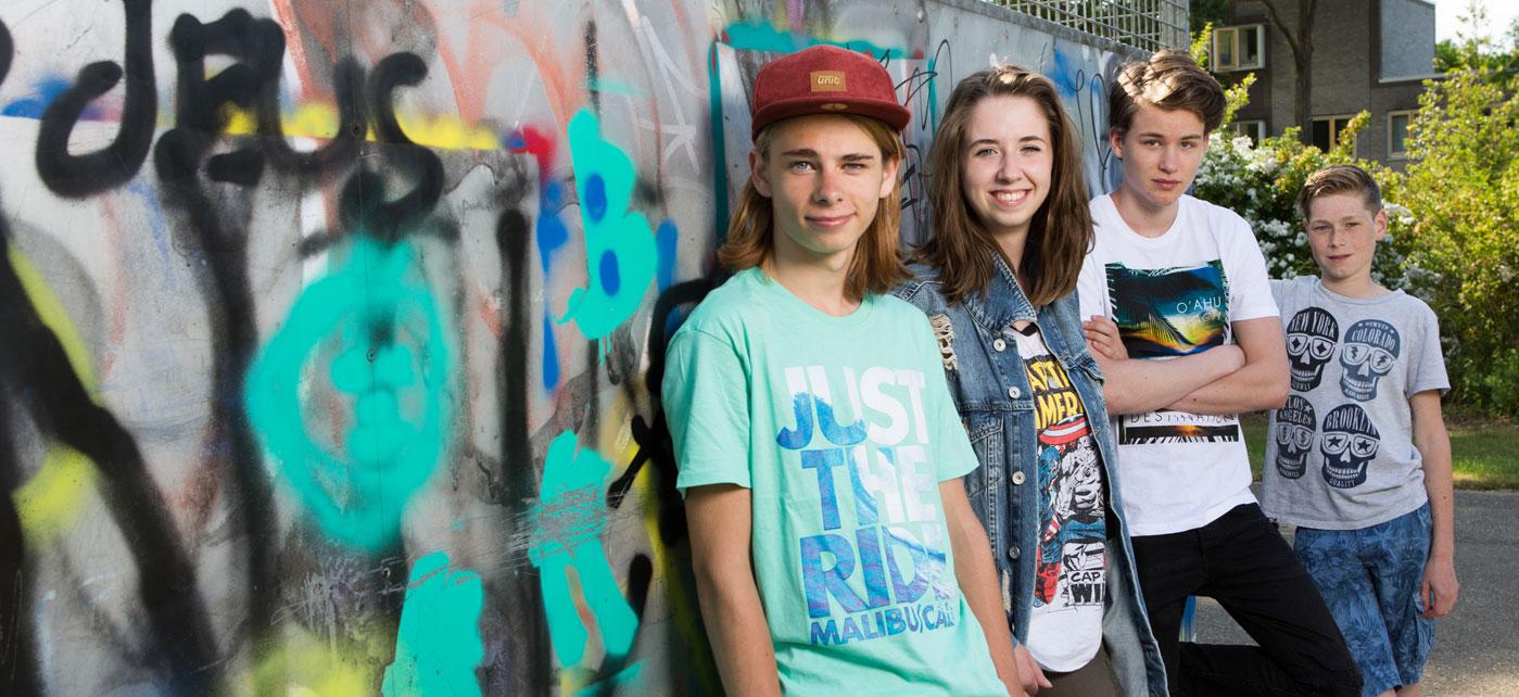 Foto jongeren buiten hoofdfoto